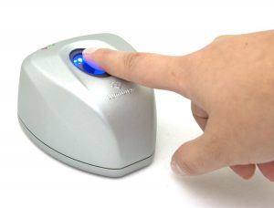 Lumidigm-V300-with-handHI